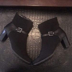 Size 10 black booties Aerosoles